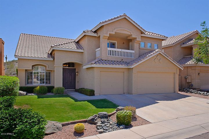 Front 5 Bed, 3 Bath, 3 Car Garage, Lush Front Lawn, Front Balcony with Views