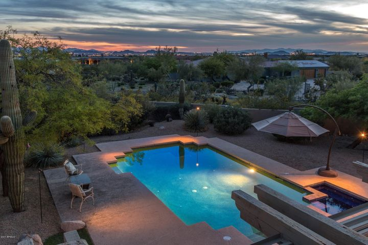 Large private lot w/ endless sunsets and city light views