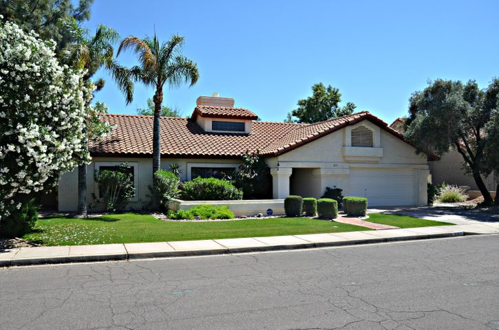 Desirable Val Vista Lakes!