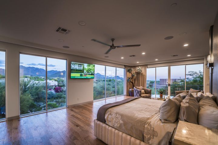 Grand Master Suite 1300+ft