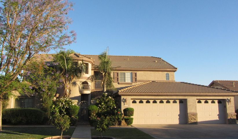 Entry featues 20' high turret. Huge 3 car garage with RV gate on the east side.
