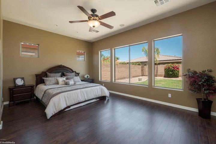 382 W ASTER Drive, Chandler, AZ 85248