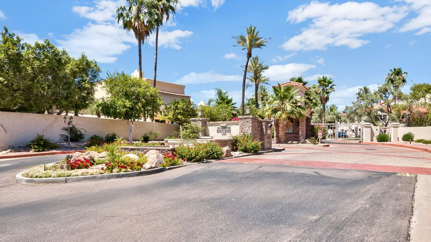 Welcome to the gated community of Scottsdale Bay Club in Scottsdale Ranch!