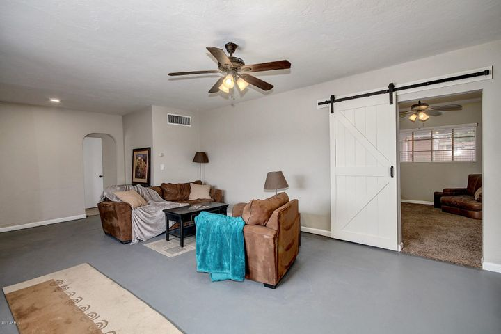 702 W WILSHIRE Drive, Phoenix, AZ 85007