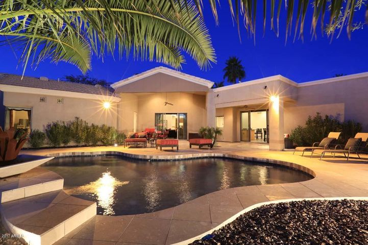 Completely private rear outdoor living w/heated pool, spa, putting green, BBQ patio, Extensive Travertine decking