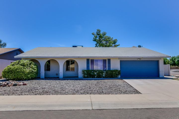 Welcome to your new home in Knoell Tempe! Home is positioned on a corner lot in the Heart of Tempe just minutes away from ASU and NO HOA!