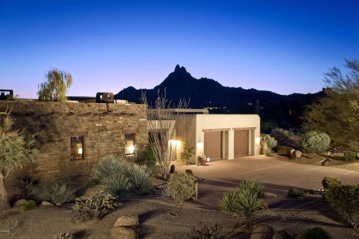 This homes location brings tranquil evening mountain views sure to calm your soul after a busy day.