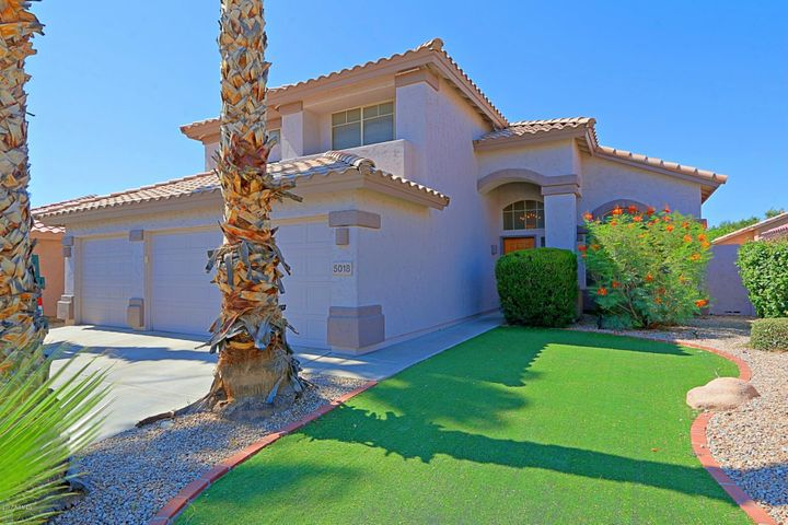Standing proud, this 2 story home sits in the desirable Triple Crown community, close to all the wonderful amenities of Desert Ridge and Kierland