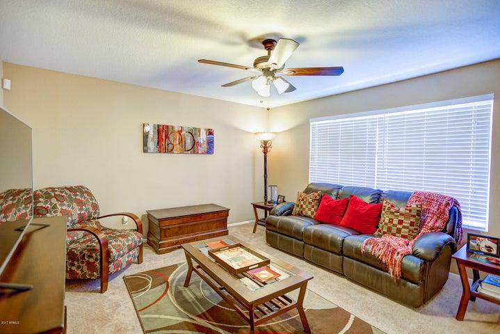 1743 E CALDWELL Street, Phoenix, AZ 85042