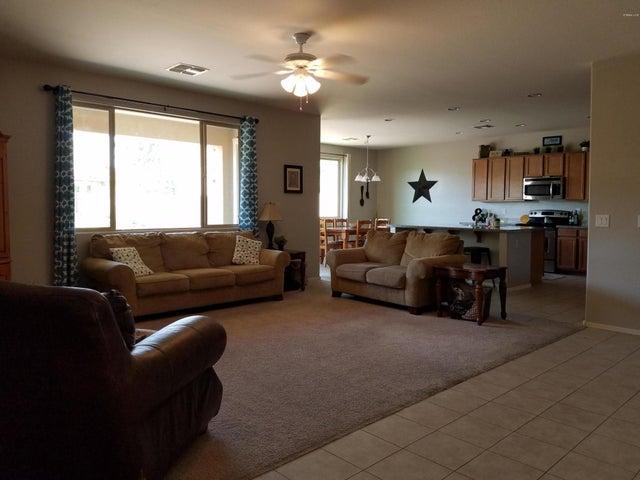 1932 E RAVENSWOOD Drive, Gilbert, AZ 85298