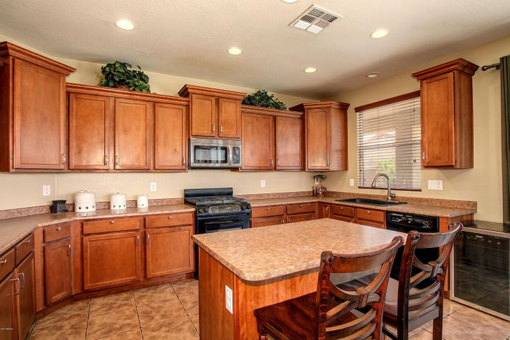 Large Kitchen overlooking the Family Room & Backyard!