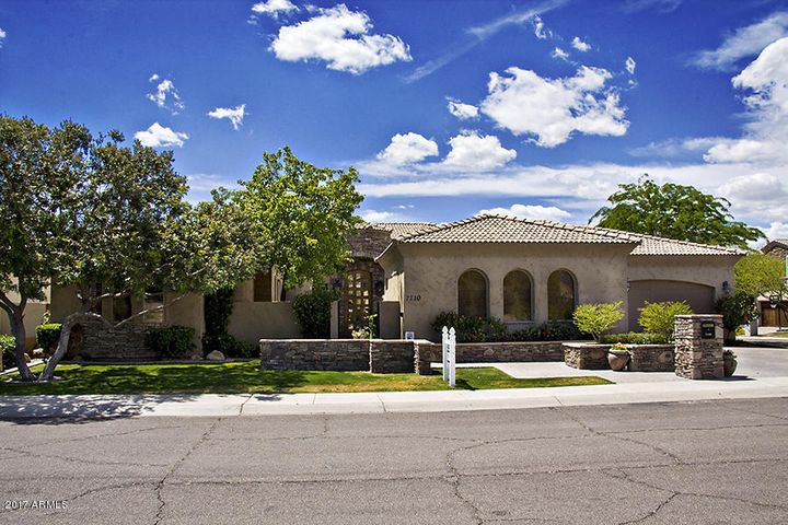 Great Curb appeal & Mountain Views