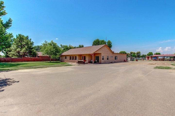 3250 S EAGLE Drive, Chandler, AZ 85286