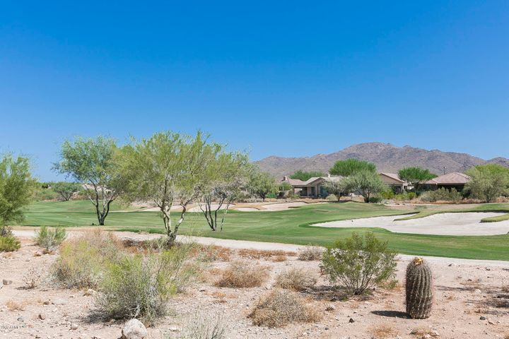 Golf & Mountain Views!