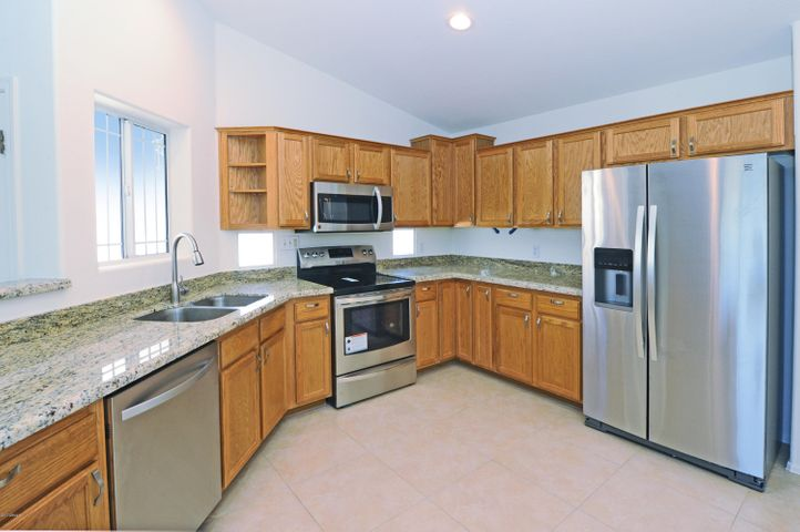 Beautiful new kitchen counters, stainless appliances and more!