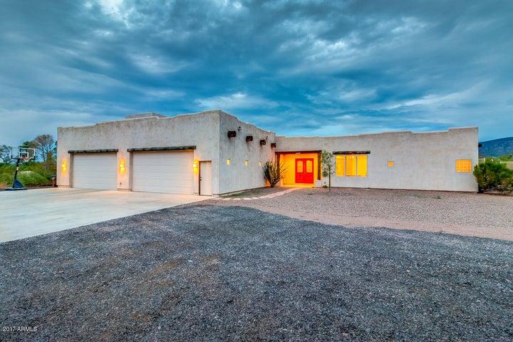 Beautiful custom-built home with 360-degree mountain views!