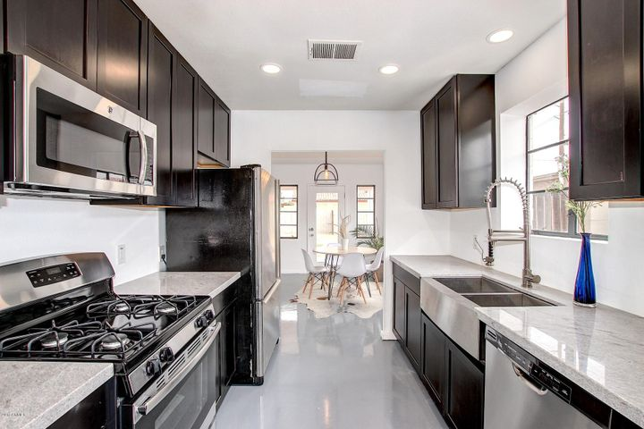 A gourmet kitchen designed for a chef! Won't cooking in this kitchen be luxurious?