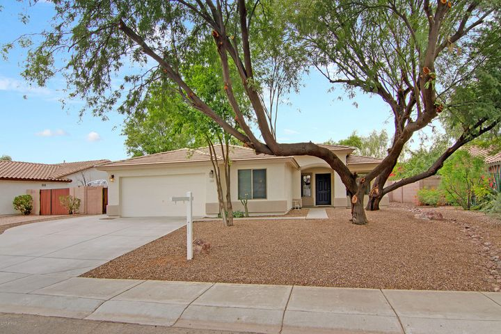 Great Gilbert Home with 3 Bedrooms and a Den