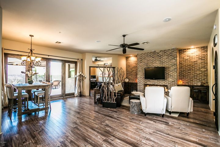 Great room w/formal dining area
