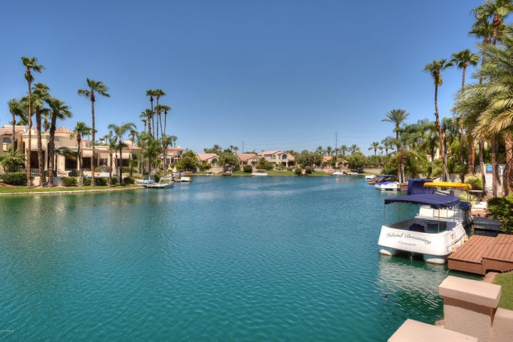 Enjoy the phenomenal lake front living at The Island at Lake Serena in Scottsdale Ranch!