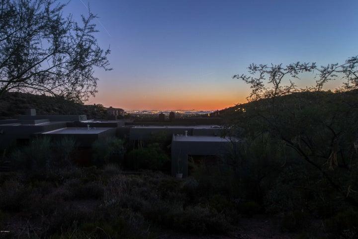 9821 E GRAYTHORN Drive, Scottsdale, AZ 85262