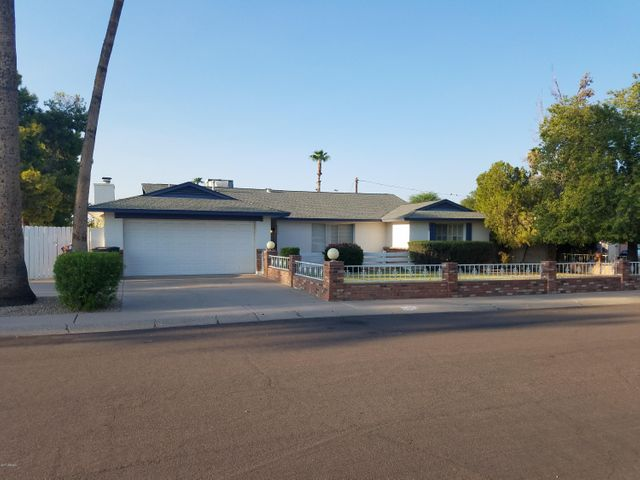 Beautiful Bonnie Rose . This home once won a neighborhood curb appeal award from the City of Scottsdale.