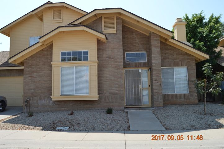 3 BEDROOMS, 2.5 BATHS, 2 CAR GARAGE, COMMUNITY POOL