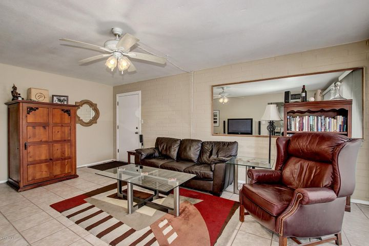 4131 E Camelback Road, 33, Phoenix, AZ 85018