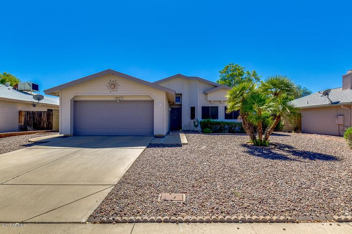 4013 W CIELO GRANDE Road, Glendale, AZ 85310