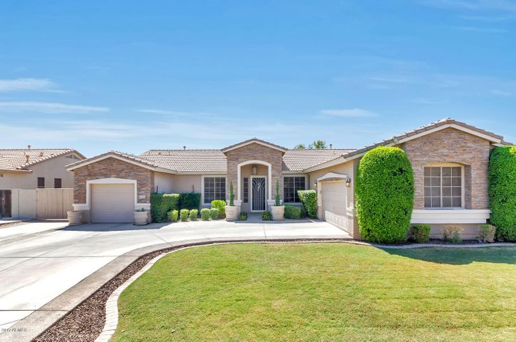 8165 W GELDING Drive, Peoria, AZ 85381