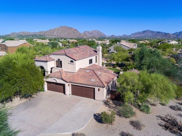 Remodeled home offers 0.94 acre lot, privacy, mountain views and a 4 car garage.