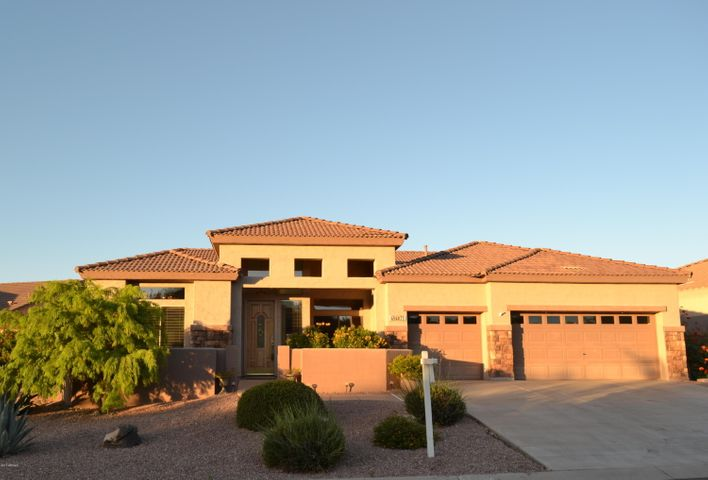 BEAUTIFUL HOME ON ELEVATED 10,000 FT LOT w/PRIVATE BACKYARD