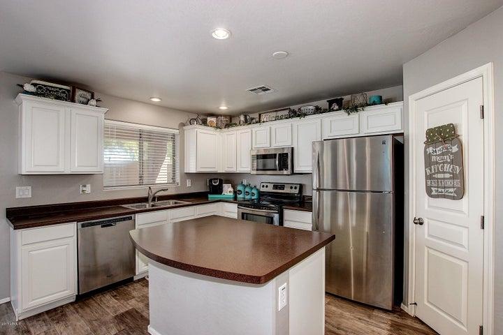 92 W YELLOW BEE Drive, San Tan Valley, AZ 85143