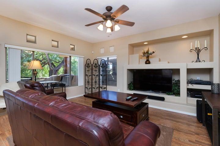 Raintree Resort Casitas, 2 masters, Pool view, Updated, 1 car garage, close to 101, shopping, dining