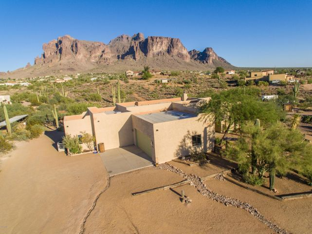 Priceless views of the Superstition Mountains...