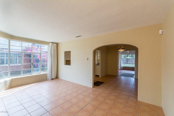 31 E WOODWARD Drive, Phoenix, AZ 85004