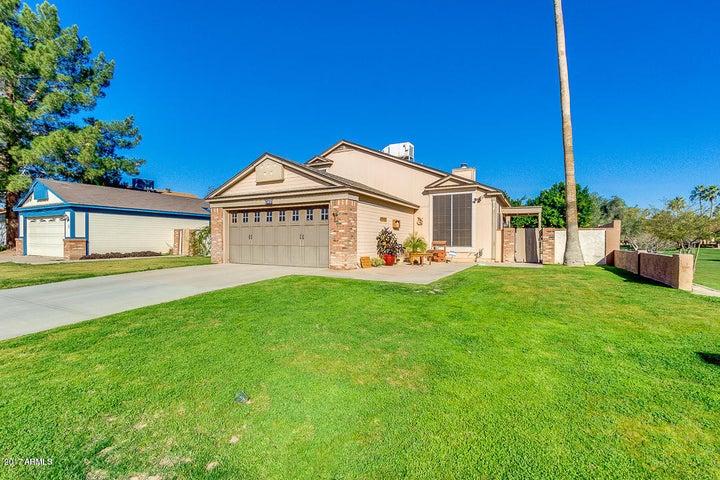 854 E MANOR Drive, Chandler, AZ 85225