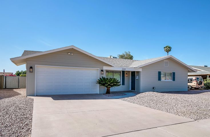 Four bedroom home in prime Tempe location!