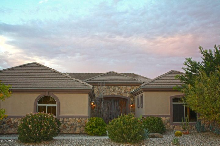 Beautiful 2818 sq ft home on 2.5 irrigated acres