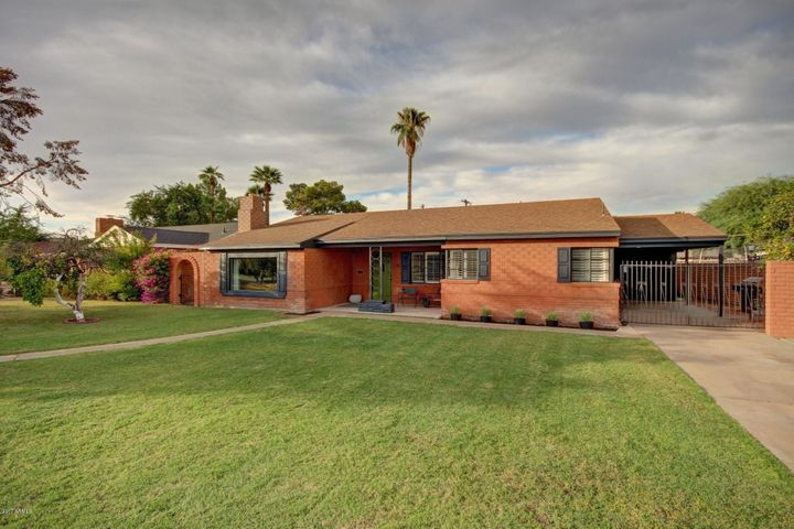 Walking distance to the Light Rail and Phoenix College.