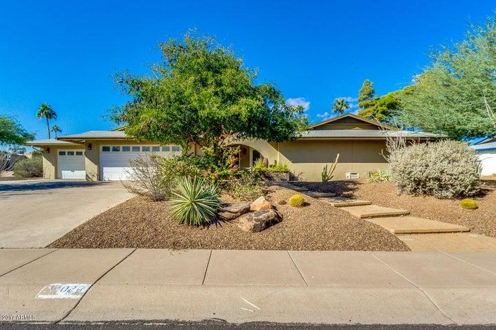 10022 N. 25th Street-3 Car Garage Beautiful Home!