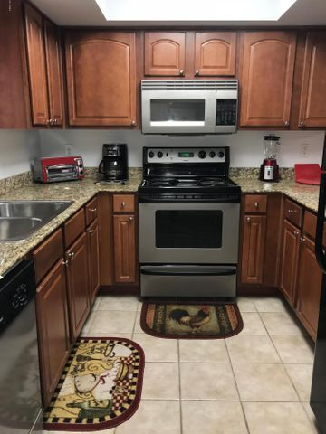 3420 W DANBURY Drive, C105, Phoenix, AZ 85053