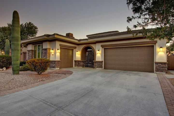 18083 W NARRAMORE Road, Goodyear, AZ 85338