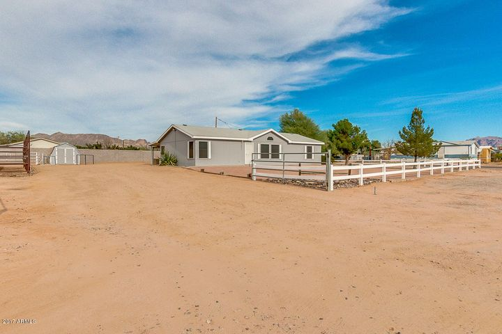 2880 W SMOKETREE Street, Apache Junction, AZ 85120