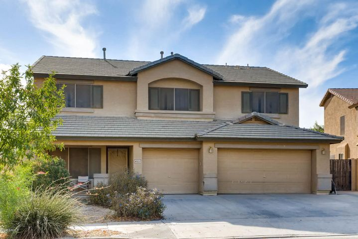 2683 sf home in Canyon Trails with RV gate