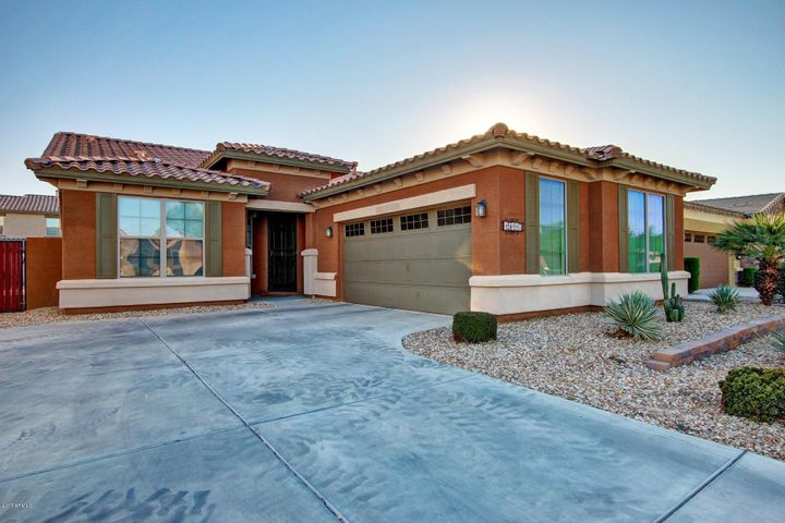 15117 W Glenrosa Ave, Goodyear, AZ. Gorgeous Entry with 2 car garage.