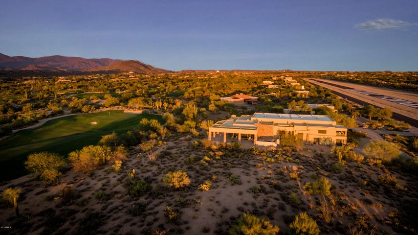 This contemporary residence is sandwiched between the Skyranch runway and the beautiful and legendary Desert Forest Golf Course, a Top 100 facility, with memberships available