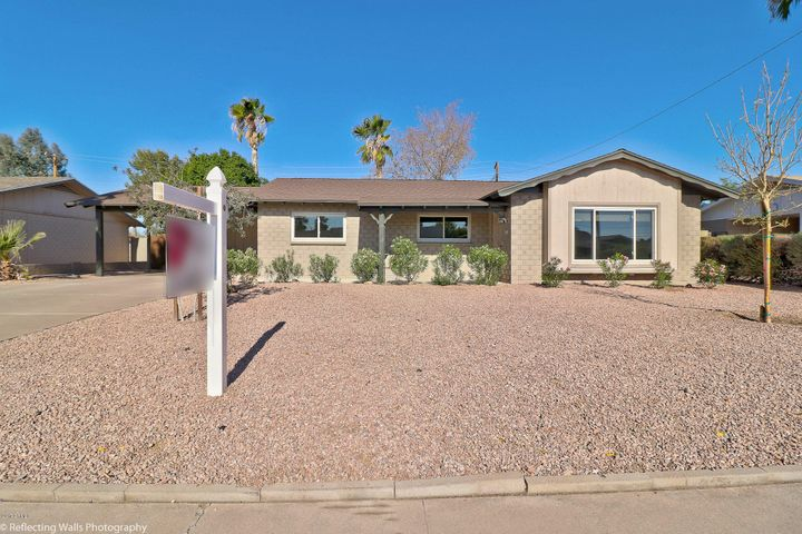 8240 E TURNEY Avenue, Scottsdale, AZ 85251