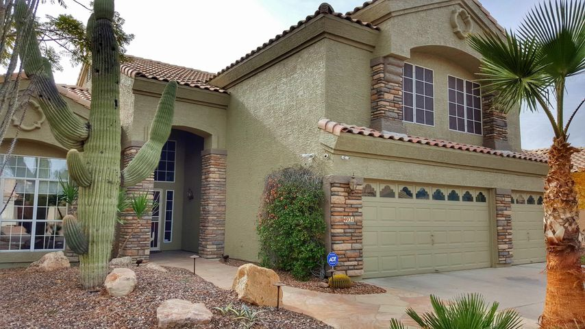 Magnificent 5 bedroom Home in Ahwatukee with a Pool!