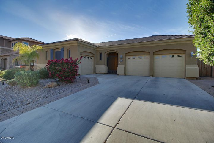 18407 W CINNABAR Avenue, Waddell, AZ 85355